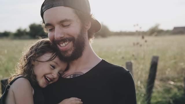 Пробирает до слез: трогательные фото пап с малышами ...