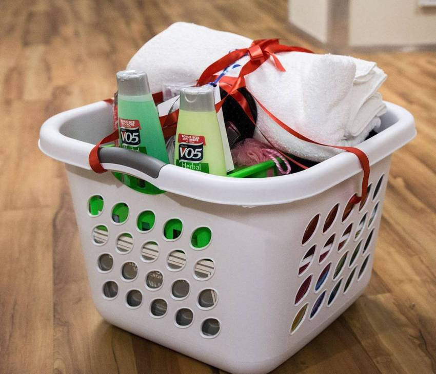 Assistance League of the Eastside's Help4Homeless program provides welcome baskets filled with more than 30 basic need items and an encouragement card to individuals entering local shelters.