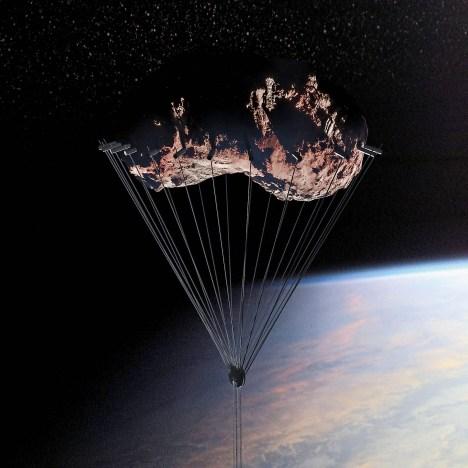 Kann man einen Satelliten einfangen? Die Nasa glaubt ja. An ihm soll das Hochhaus hängen, fixiert mit starken Seilen.