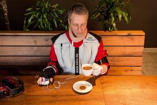 Während der Parkinsonsimulation bleibt der Kaffeedurst ungestillt.