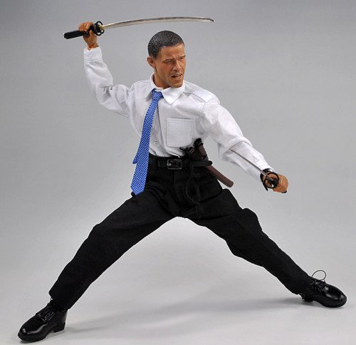 Talented Japanese Action Figure that looks like Obama(LINK: DiD US Presidential Election 2008 バラク・オバマ)(Maybe I should get one to go with my Re-Ment miniatures)