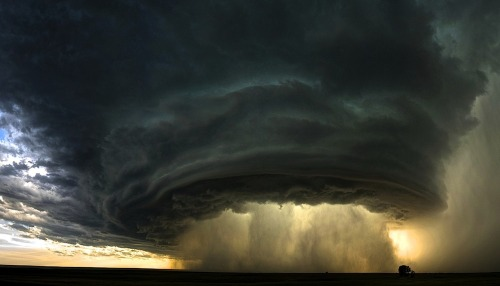 letsbuildahome-fr:A Supercell Thunderstorm Cloud Over Montana© Sean R. Heavey