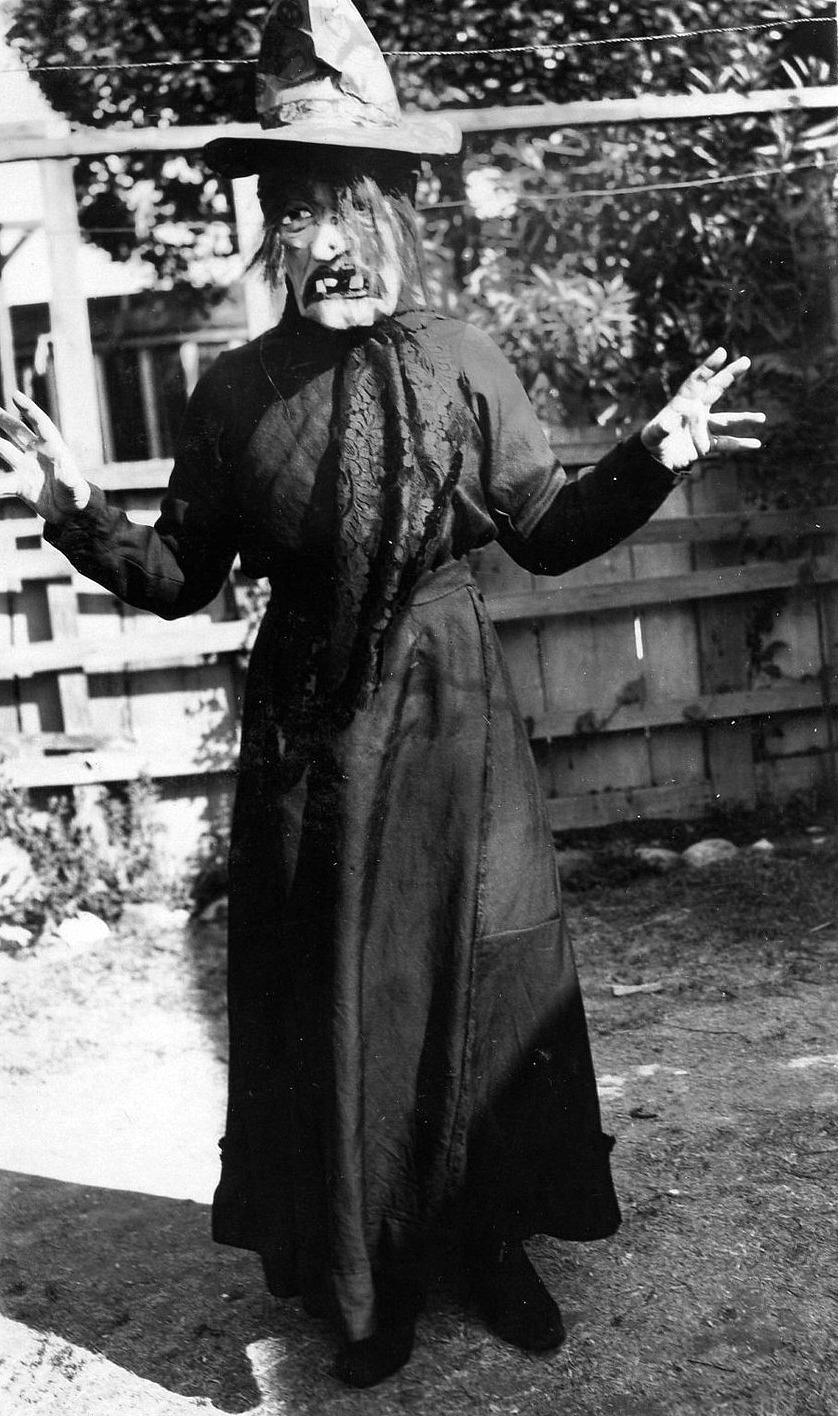 Creepy Vintage Halloween Costumes 1930s 1940s Vintage
