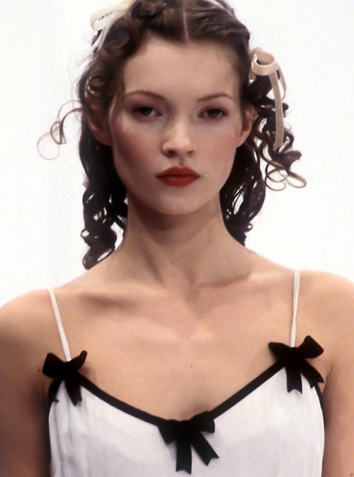 lamorbidezza:Kate Moss at Dolce&Gabbana Fall 1993