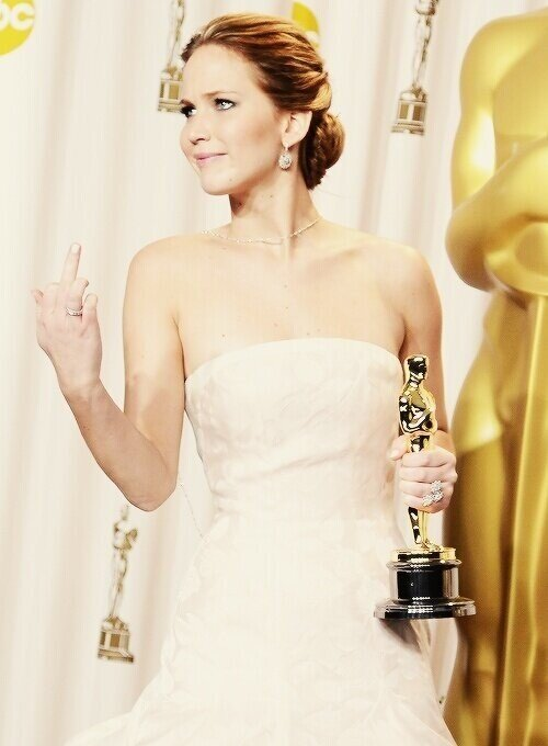 jennifer lawrence Oscars flipping off