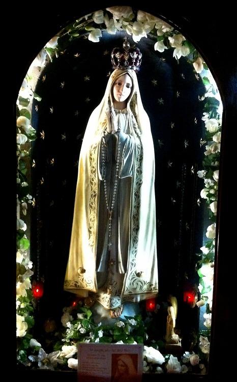 allaboutmary:</p> <p>A shrine for Our Lady of Fatima in the church of Santa Maria di Porto Salvo in Valetta, Malta.</p> <p>