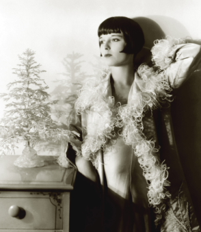 mothgirlwings:</p><br /> <p>Louise Brooks - Christmas 1920s<br /><br />