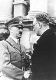 missfuehrer:</p><br /><br /> <p>Adolf Hitler &amp; Arthur Seyss-Inquart</p><br /><br /> <p>Why is it everytime Hitler meet Seyys-Inquart face to face both of them look like o_o