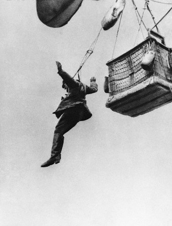opacasilentianoctis:  A German soldier jumps from an observation balloon after it has been destroyed by enemy action.