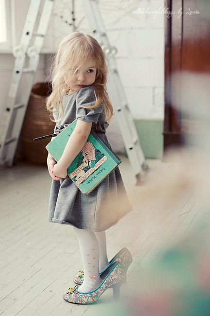 The dress, the tights, the oversized shoes, the book, the messy hair……This picture. It's ridiculous how much I love this.
