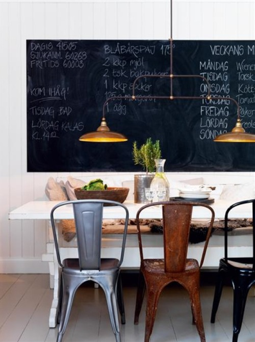 dining with industrial chairs + chalkboard (via Kreativ inredning)<br /><br /><br /><br /><br /><br />