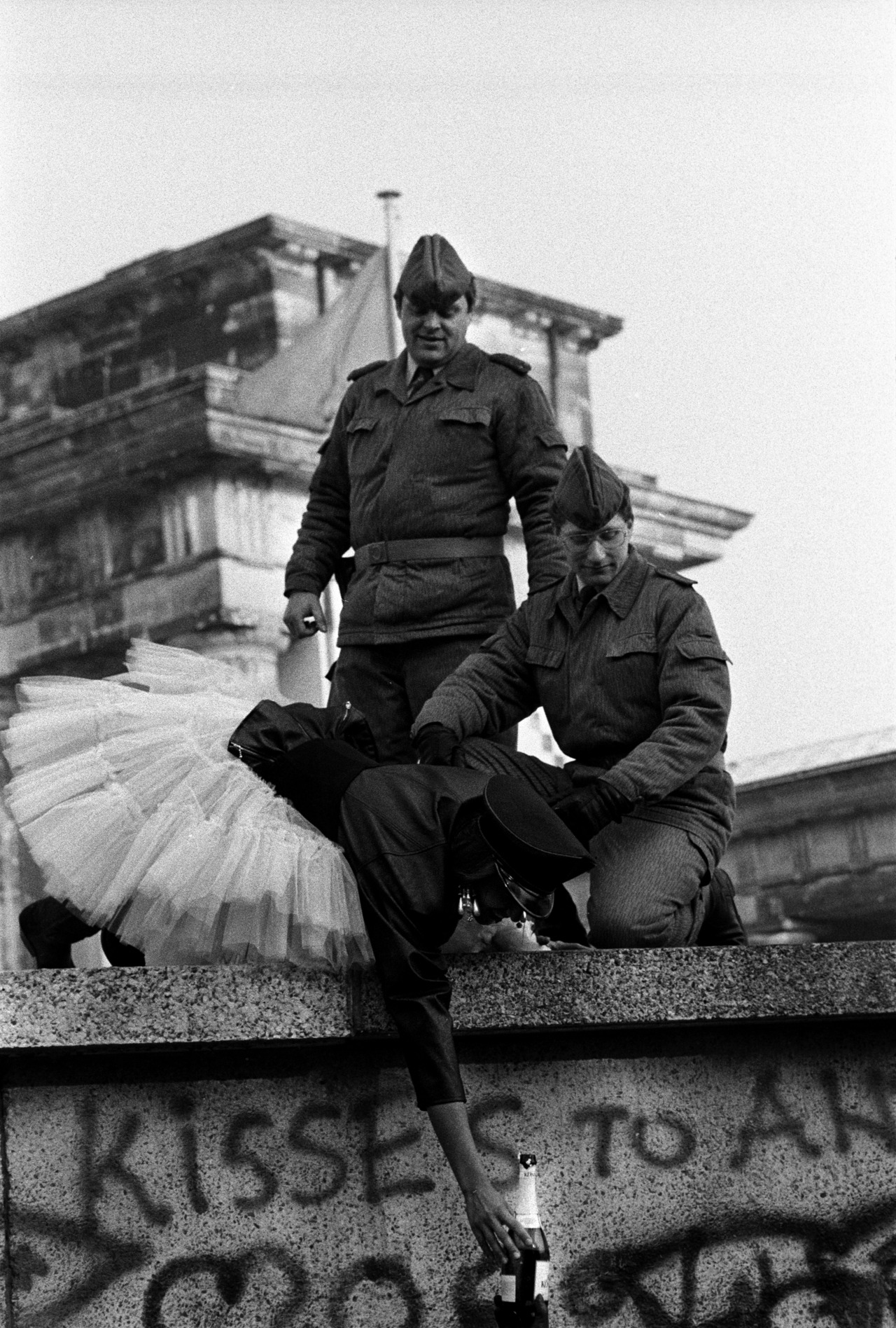 1000 images about berlin wall 1961 1989 on pinterest on berlin wall id=33291