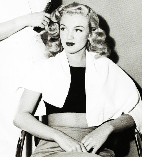 Young Marilyn Monroe With Long Hair Platinum Loves Blue