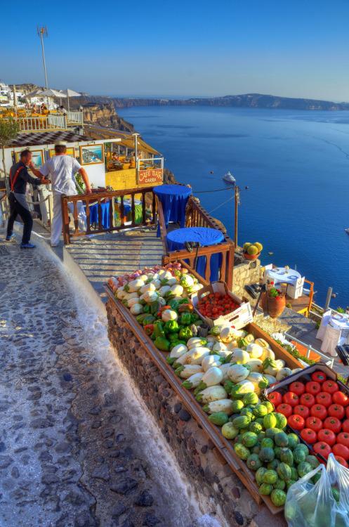 pata-caliente:  Market | Santorini, Greece (by Aaron Geddes)