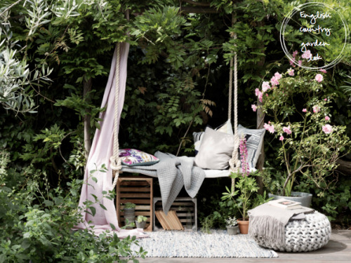 dyingofcute:lovely outdoor spot if you're not going on vacations