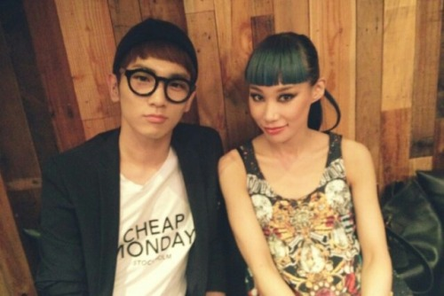 Key2day withMademoiselle Yulia120813 - 마드모아젤 율리아 누나와 드디어 만났습니다! 이것저것 이야기를 나누고 재밌었어요 :-) 앞으로도 예술로 많은 사람들을 즐겁게해주세요! 얍! I finally met Mademoiselle Yulia noona! We talked about various things and it was fun. :-) Please continue to make people happy through art! Yap! Credit: SHINeeme2day Translation :kimchi hana @ shineee.net Key2day on S.M.ART EXHIBITION 120813 - http://tmblr.co/ZGt9AyRKOu8H