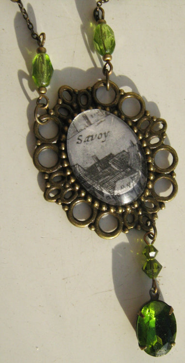 28 inch / 71 centimetre brass chain, brass frame, glass cabochon, with acrylic beads, paste gem pendant, and swarovski crystals.A little piece of 16th Century London history trapped behind glass, to be worn both alone or with a choker. Excellent for history buffs, and fans of Elizabethan art.