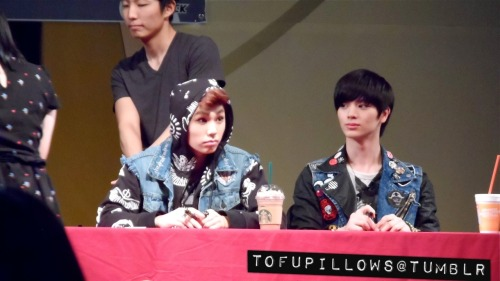 Sungjae and Ilhoon at BTOB fansign in Yongsan.please do not edit, crop or remove watermark