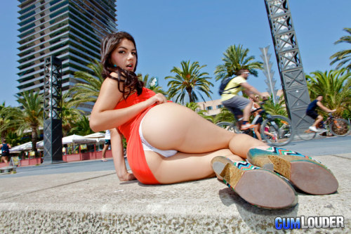 Valentina Nappi exposes her big ass to the public