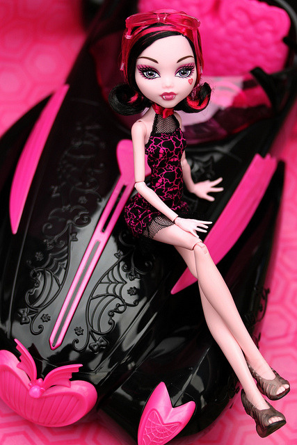 maryxa:  JCPenney exclusive Draculaura with roadster by pullip_junk on Flickr.