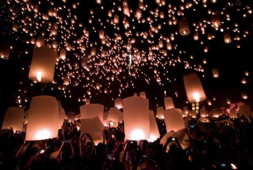 Yi Peng Festival floating lanterns
