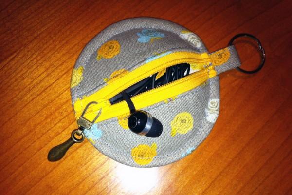 Earphones Pod - open