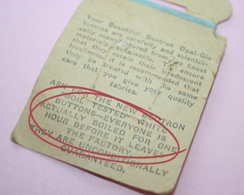 vintage buttons – back of card