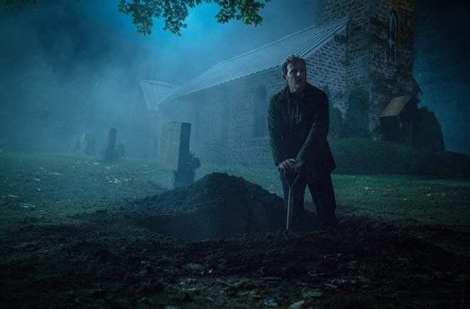 Louis Creed (Jason Clarke) in the cemetary after Ellie