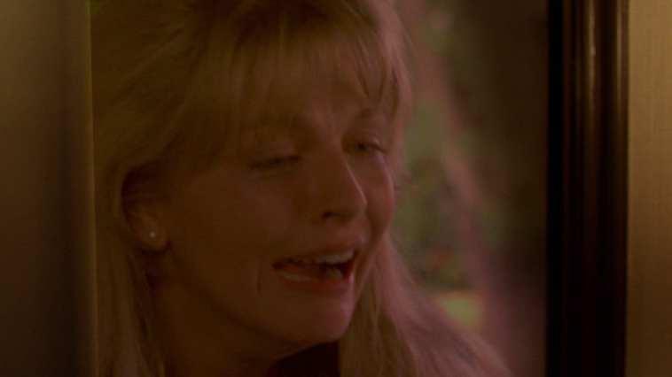 laura palmer crying on donnas doorstep