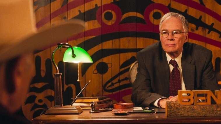 Ben Horne talks to Frank Truman in his office