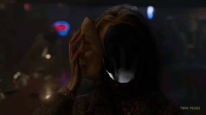 sarah palmer removes her face