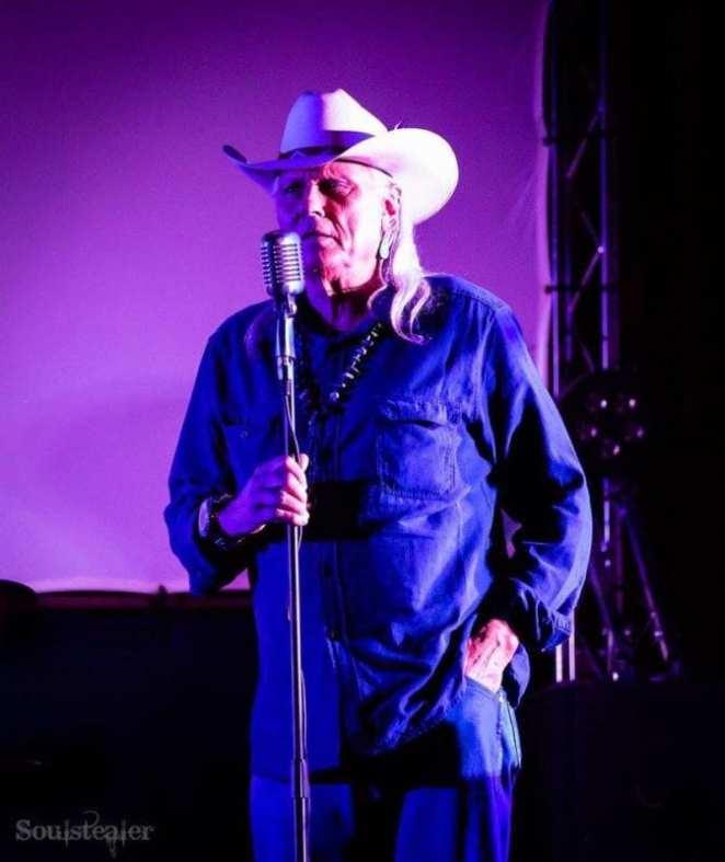 Michael Horse sings at the Twin Peaks UK Fest 2017
