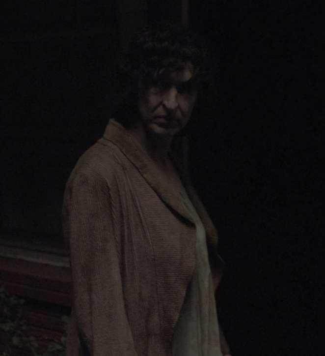 Bosomy woman, gatekeeper of the Dutchmans lurks in the dark
