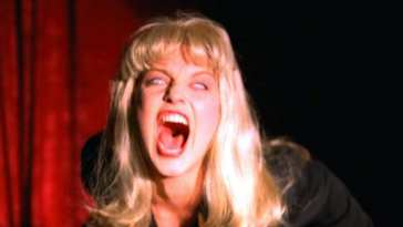 Laura Palmer doppelganger screams in the black lodge