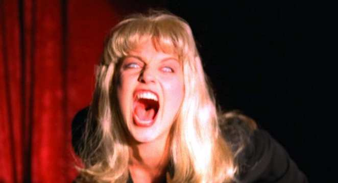 Laura Palmer doppelganger screams in the black lodge