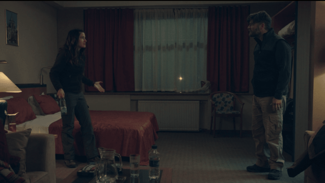 a man and a woman verbally fight with each other in a hotel room anka joe kathryn hahn jay r. ferguson The Romanoffs