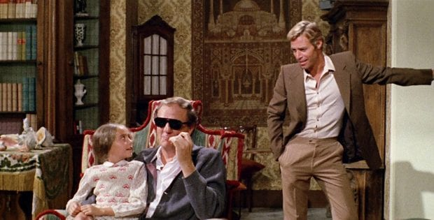Three characters from the Argento film The Cat O' Nine Tails meet about the latest mystery.