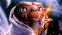 E.T. with light coming out of his finger