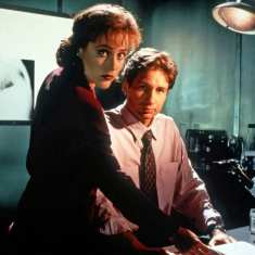 Mulder and Scully from X-Files Season 1