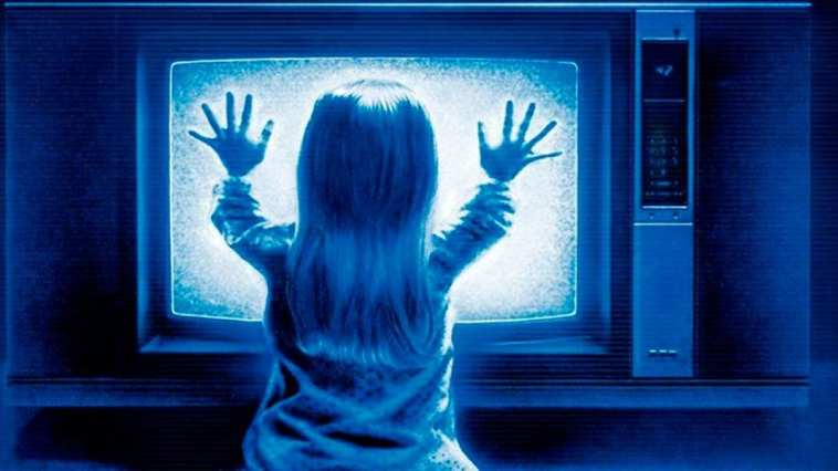 Poltergeist still of girl at the TV
