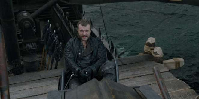 Euron Greyjoy aims his arrows at Daenerys and Drogon