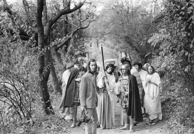Jesus Christ and Stations of the cross in Multiple Maniacs