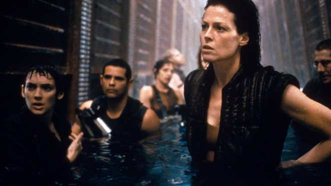 Ripley, Call and the crew of the Betty try to escape the Aliens