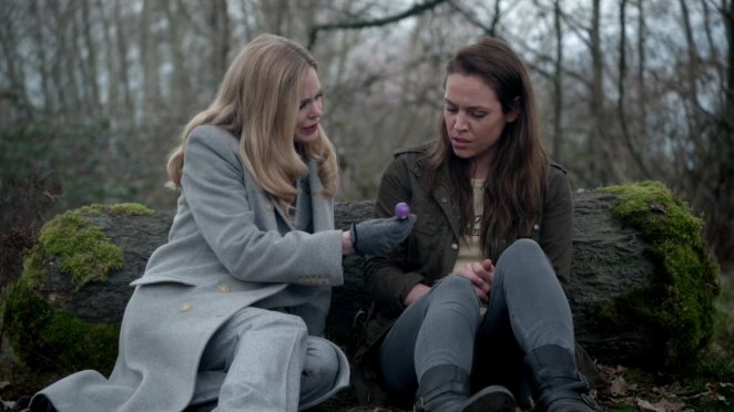Maleficent (Kristin Bauer) reunites with long lost daughter Lily (Agnes Bruckner).