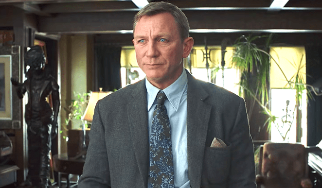 Daneil Craig (Casino Royale, Layer Cake) plays an entirely different type of sleuth than James Bond.