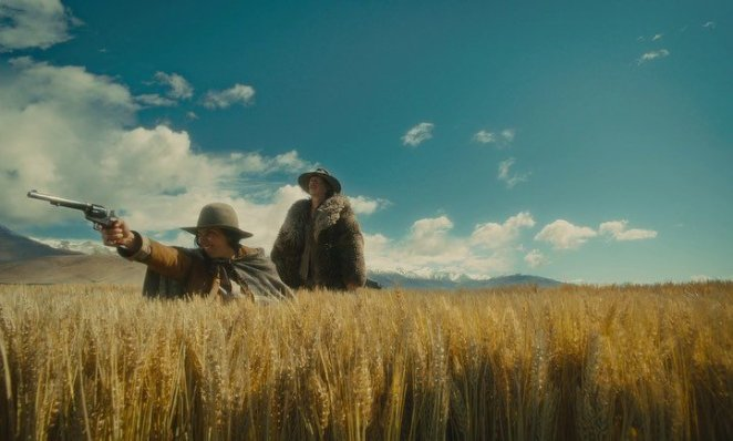 A small burp of violence in a large empty wasteland in Slow West