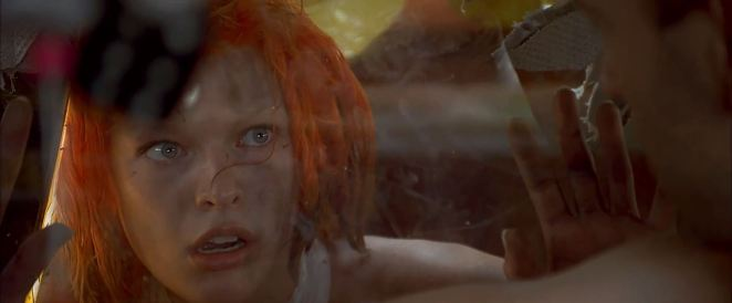 Leeloo in the back of Korben's Taxi