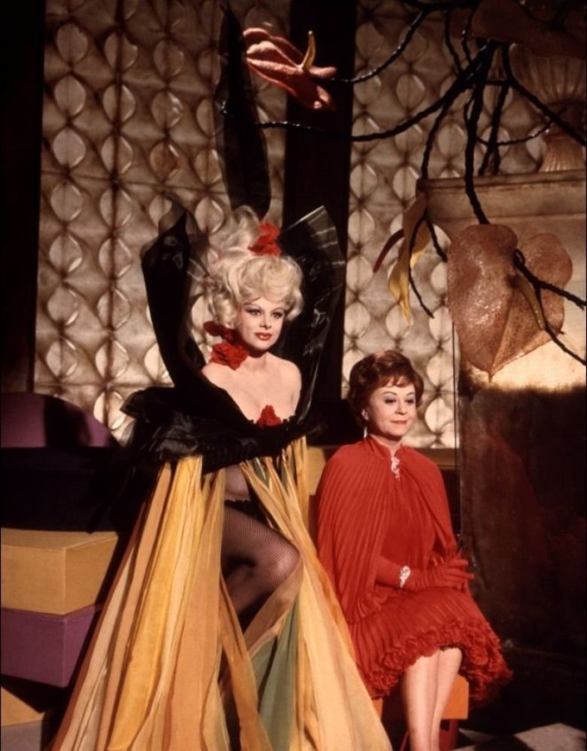 Giulietta (Giulietta Masina) and Suzy in costume at Suzy's wild party