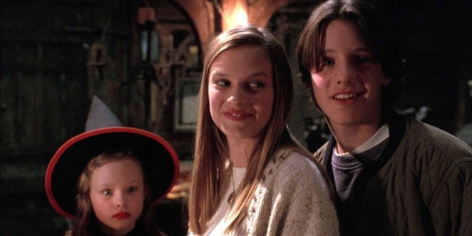 Omri Katz Vinessa Shaw and Thora Birch As Their Characters Max Allison and Dani in Hocus Pocus