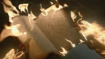 Mr Mercedes - A notebook full of handwriting is burning along all edges